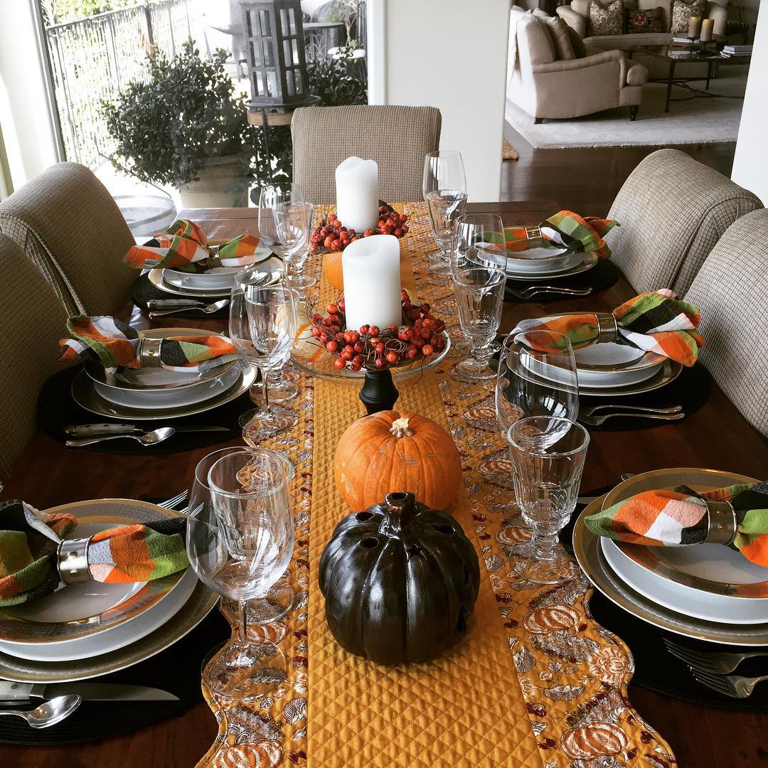 PreHalloween Tablescape! My Cousins are coming to dinner!! Spooktacular! Canthellip