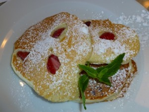 strawberry ricotta pancakes 2014-05-03 037 (480x360)