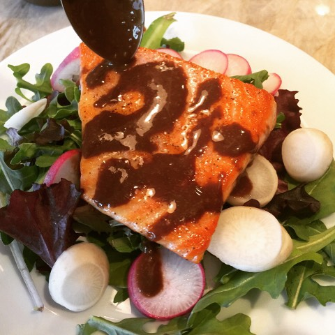 Easy Seared Salmon Salad with Balsamic Vinaigrette Recipe! Easy Lighthellip