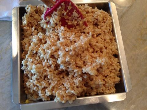 Peanut Butter Chocolate Chip Rice Krispy Treats 034 (480x360)