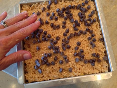 Peanut Butter Chocolate Chip Rice Krispy Treats 042 (480x360)