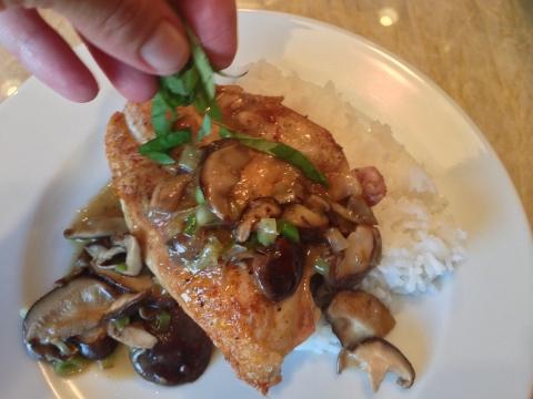 Seared Chicken with Mushroom Pan Sauce 2014-09-05 060 (480x360)