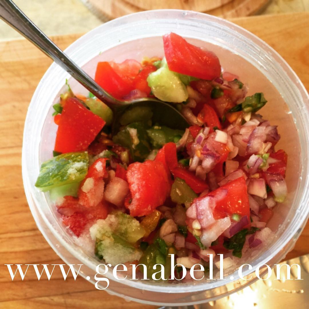 Fresh Summer Tomato Salsa Recipe! Great over grilled meat orhellip