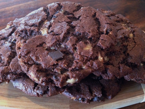 Flourless Chocolate Peanut Butter Toffee Cookies – Recipe! Image 1