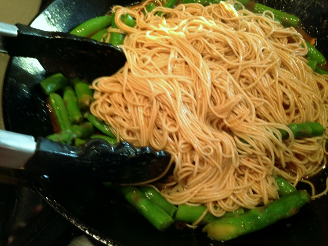 Easy Thai Peanut Salmon & Noodles 109 (640x480)