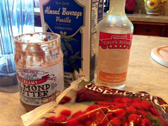 Raspberry Almond Breakfast Smoothie 005 (640x480)