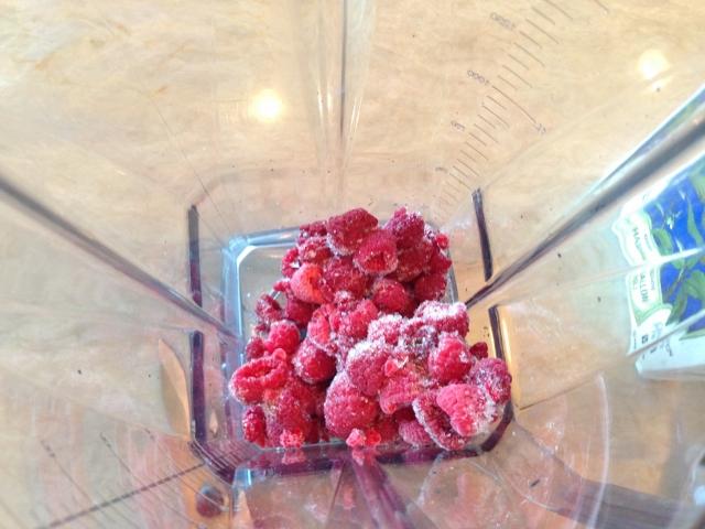 Raspberry Almond Breakfast Smoothie 009 (640x480)