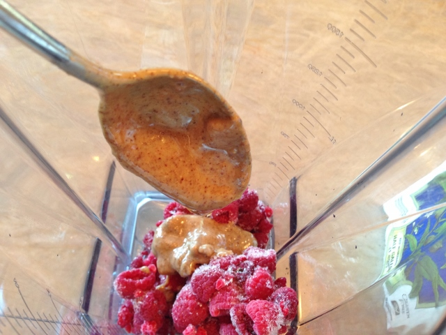 Raspberry Almond Breakfast Smoothie 012 (640x480)
