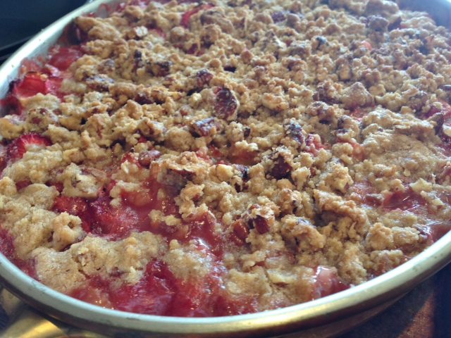 Rhubarb Strawberry Pecan Crisp 099 (640x480)
