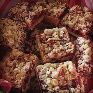 GlutenFree Raspberry Crunch Bars Recipe! Great for Holiday Gifts!! wwwgenabellcomhellip