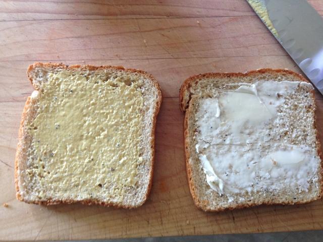 Mac & Cheese Grilled Cheese Sandwich 007 (640x480)