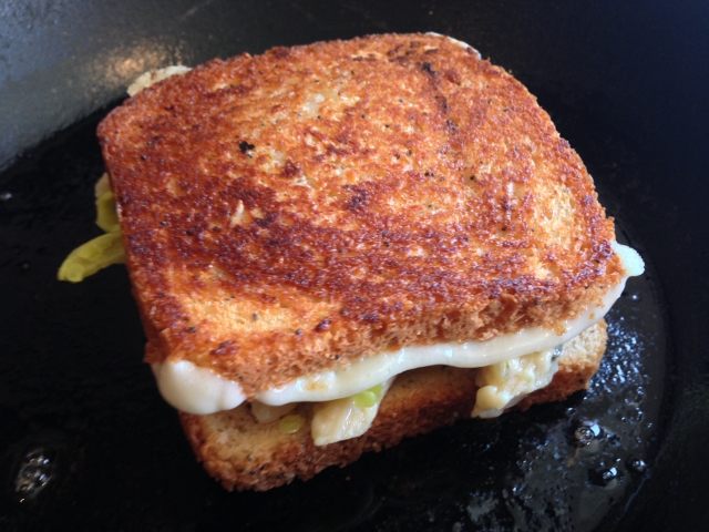 Mac & Cheese Grilled Cheese Sandwich 029 (640x480)