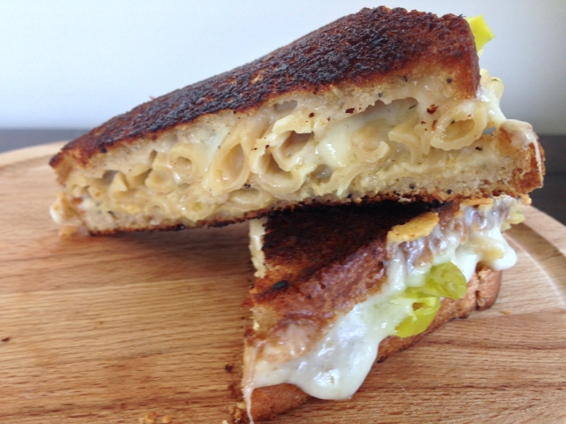 Mac & Cheese Grilled Cheese Sandwich 041 (640x480)