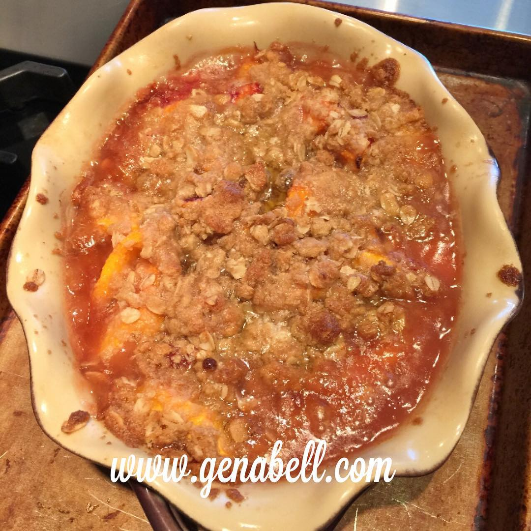Fresh Summer Peach Crisp Recipe! summer peaches yum wwwgenabellcom