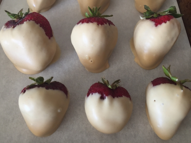 White Chocolate Peanut Butter Dipped Strawberries 043 (640x480)