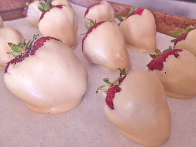 White Chocolate Peanut Butter Dipped Strawberries – Recipe! Image 1