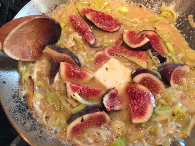 Chicken with Buttery Leek Fig Sauce 056 (640x480)