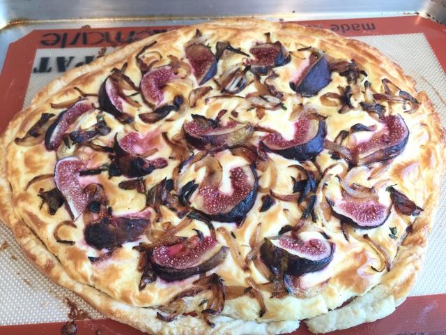 Easy Caramelized Onion & Fig Tart 065 (640x480)