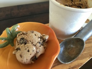 Mocha Double Chocolate Chunk Ice Cream 091 (640x480)