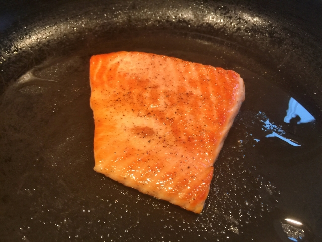 Easy Seared Salmon Salad with Balsamic Vinaigrette 001 (640x480)