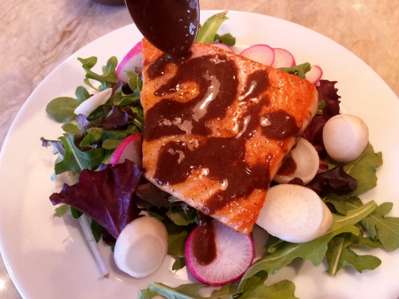 Easy Seared Salmon Salad with Balsamic Vinaigrette 042 (800x600)
