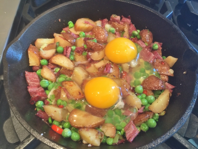 Spring Corned Beef & Hash with Sunny Side Eggs 024 (640x480)