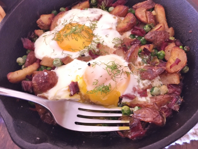 Spring Corned Beef & Hash with Sunny Side Eggs 058 (640x480)