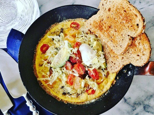 Im already thinking about Brunch! This BLTampA Frittata will surelyhellip