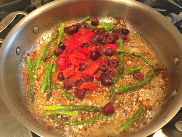 Roasted Chicken with Roasted Red Peppers, Olives & Asparagus 039 (640x480)