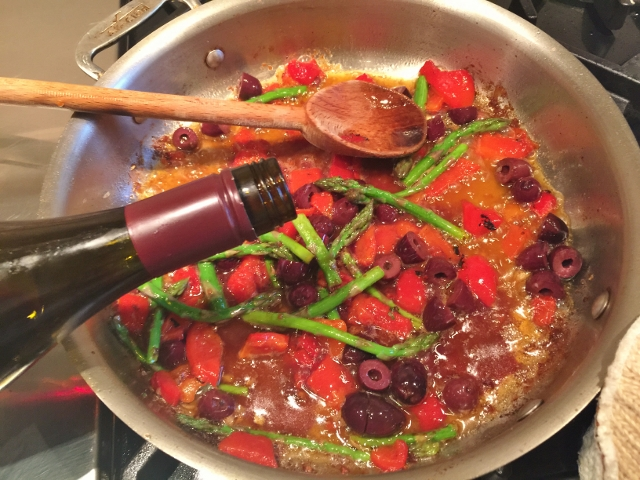Roasted Chicken with Roasted Red Peppers, Olives & Asparagus 043 (640x480)
