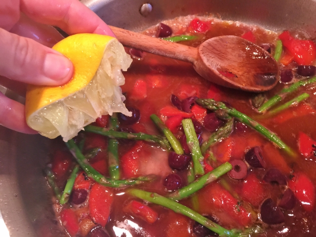 Roasted Chicken with Roasted Red Peppers, Olives & Asparagus 057 (640x480)