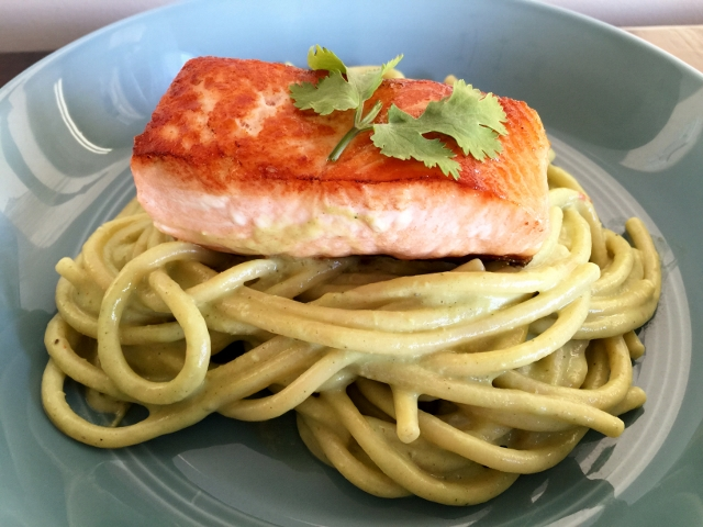 Avocado & Cilantro Pesto Bucatini with Seared Salmon Fillets 058 (640x480)