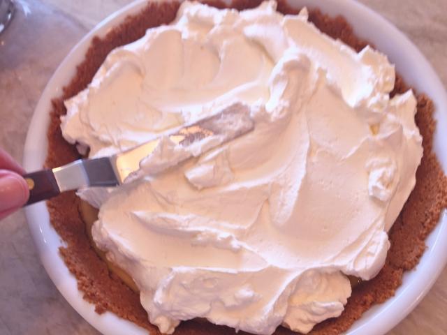 Key Lime Pie with Mascarpone Whipped Cream 062 (640x480)