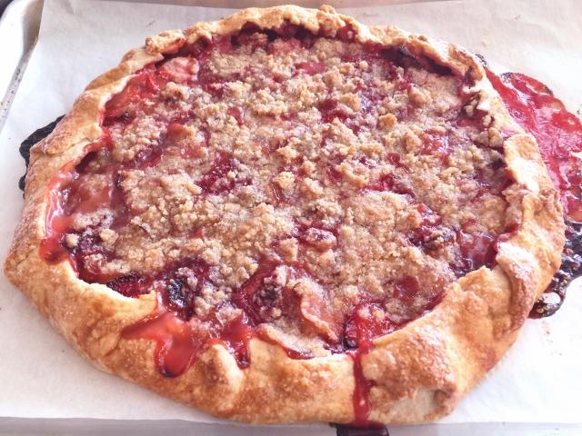 Strawberry Rhubarb Crostata 089 (640x480)