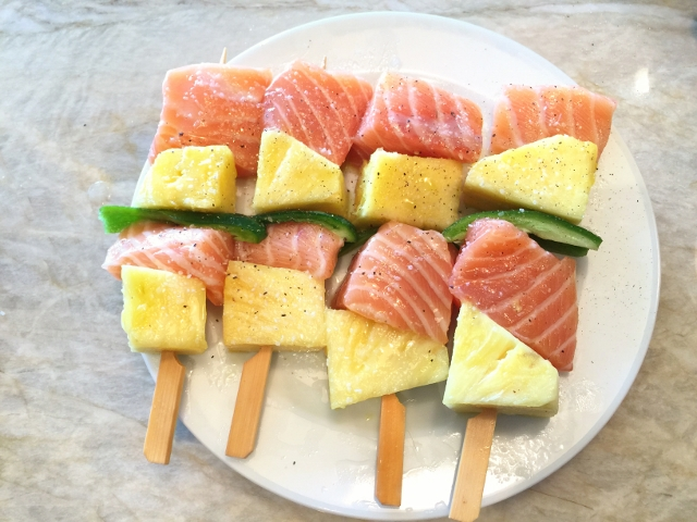 Salmon, Pinapple & Jalapeno Kebabs with Honey Miso Glaze 024 (640x480)