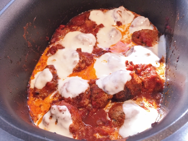 Slow Cooker Italian Meatball Sliders 079 (640x480)