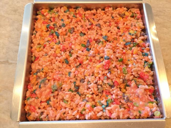 Tutti Frutti Rice Krispies Treats 050 (650x488)