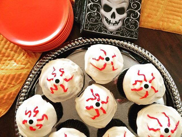 Happy Halloween!! Creepy Dark Chocolate Cupcakes amp Cream Cheese Frostinghellip