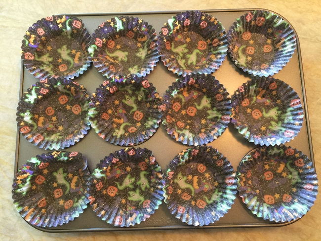 dark-chocolate-cream-cheese-frosted-cupcakes-009-650x488