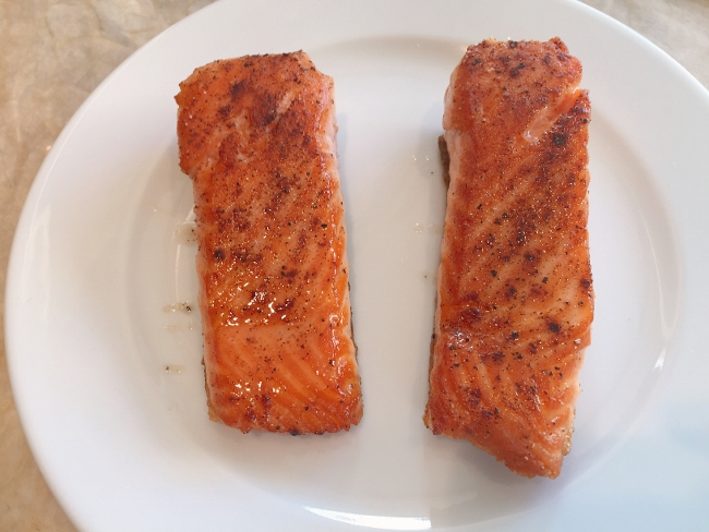 Asian Salmon Riced Cauliflower Bowl 014 (650x488)