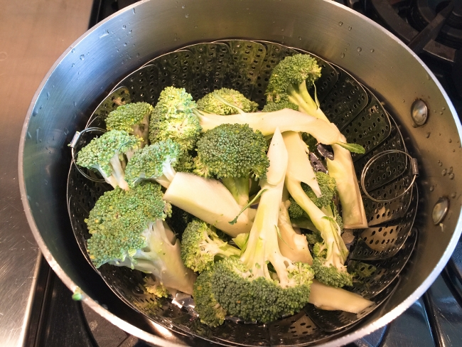 broccoli-crust-burrata-prosciutto-pizza-001-650x488