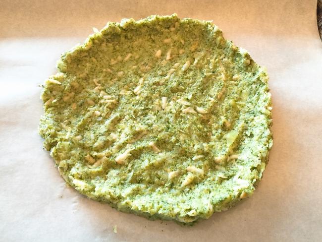 broccoli-crust-burrata-prosciutto-pizza-019-650x488