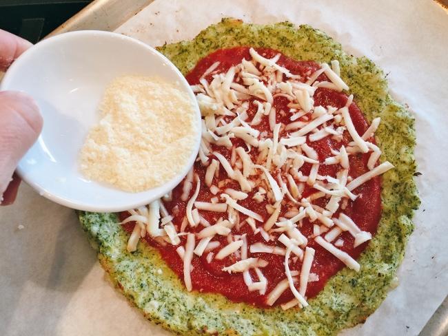 broccoli-crust-burrata-prosciutto-pizza-029-650x488