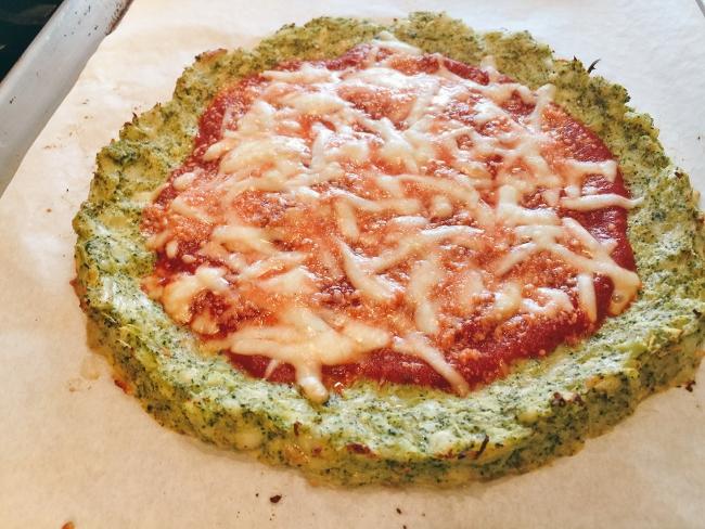 broccoli-crust-burrata-prosciutto-pizza-037-650x488