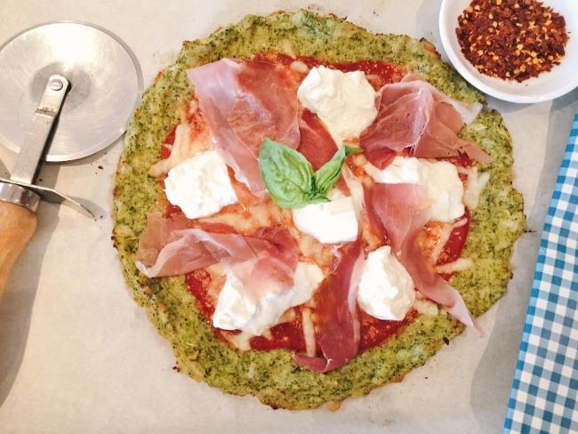 broccoli-crust-burrata-prosciutto-pizza-051-650x488