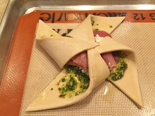 Pesto, Ricotta & Prosciutto Pinwheels 019 (650x488)