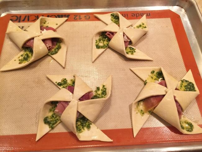 Pesto, Ricotta & Prosciutto Pinwheels 021 (650x488)