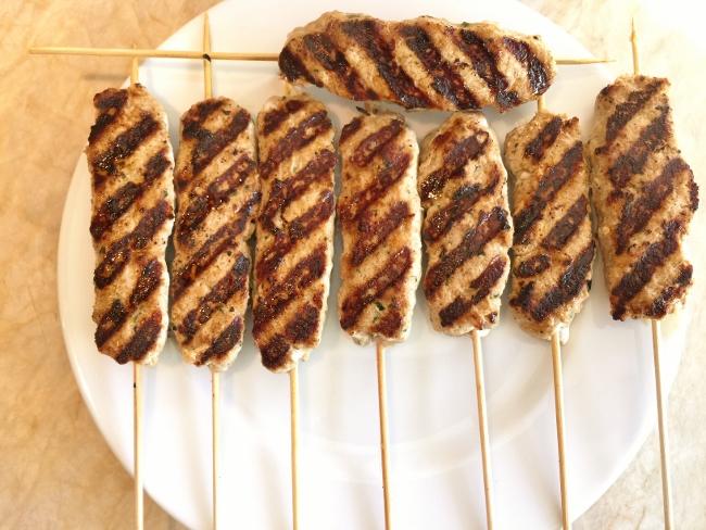 turkey-koftas-kebab-with-tzatziki-sauce-070-650x488
