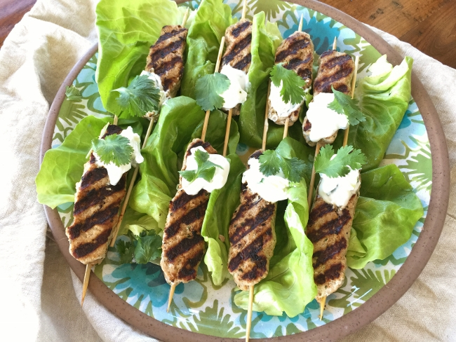 turkey-koftas-kebab-with-tzatziki-sauce-092-650x488