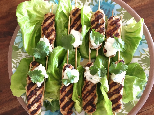 turkey-koftas-kebab-with-tzatziki-sauce-102-650x488